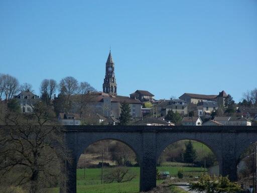 Le viaduc et la collégiale de Saint Léonard de Noblat
