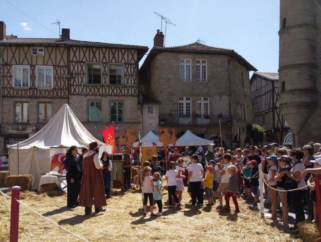 Combat de chevaliers et animations pour les enfants