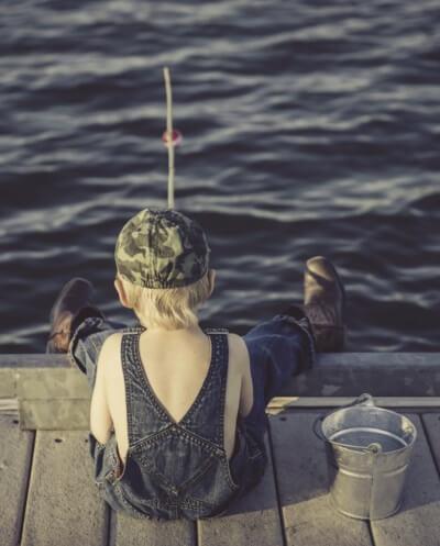 Jeune pêcheur © Pixabay