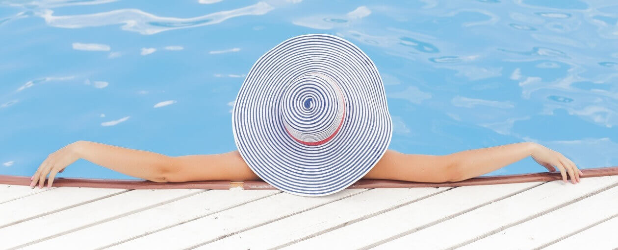 Détente à la piscine - Crédit photo: Pixabay