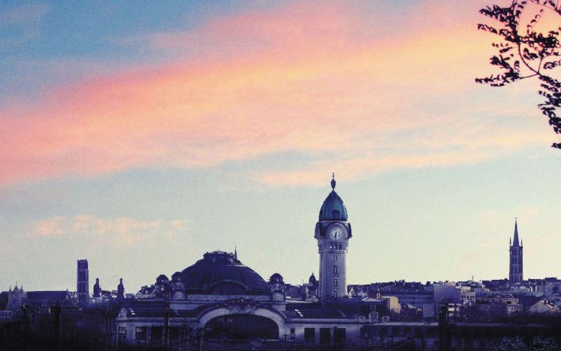 Le jour tombe sur Limoges et la gare des Bénédictins
